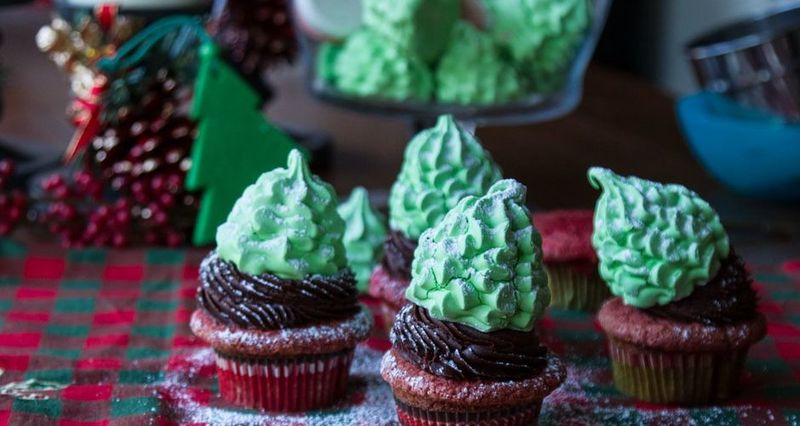 Red Velvet Cupcakes από τον Άκη Πετρετζίκη