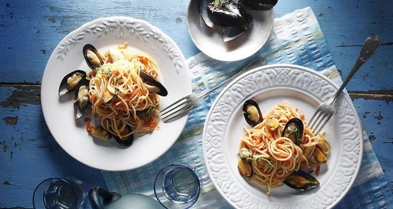 Σπαγγέτι με μύδια και κόκκινη σάλτσα