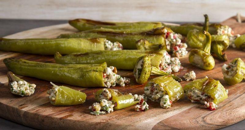 Γεμιστές πράσινες πιπεριές με φέτα