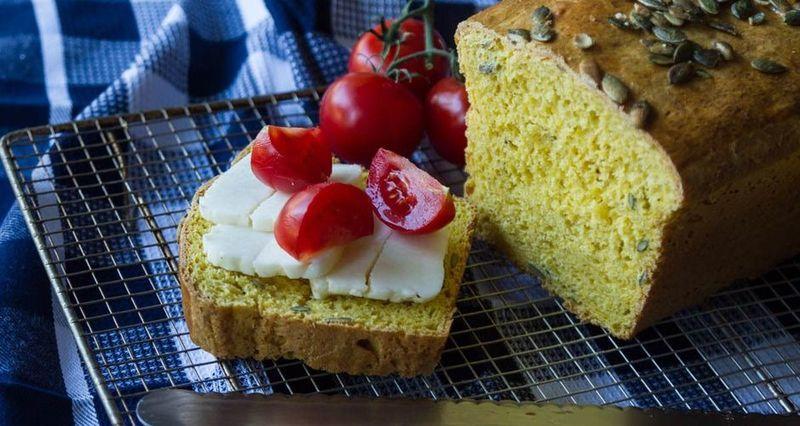 Ψωμί κολοκύθας με ντοματίνια