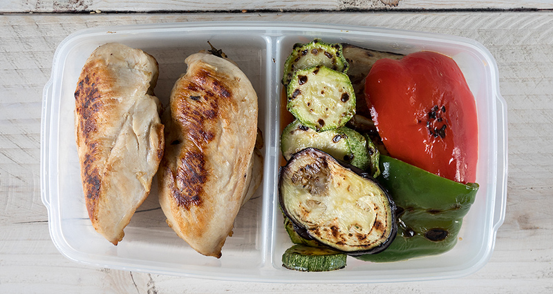 Στήθος κοτόπουλο με ψητά λαχανικά