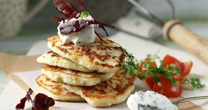 Αλμυρά pancakes με πατάτες από τον Άκη Πετρετζίκη