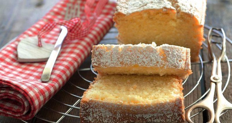 Μεσογειακό κέικ με ελαιόλαδο και γιαούρτι από τον Άκη Πετρετζίκη