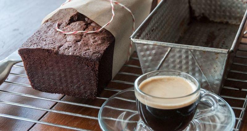 Σοκολατένιο pound cake από τον Άκη Πετρετζίκη