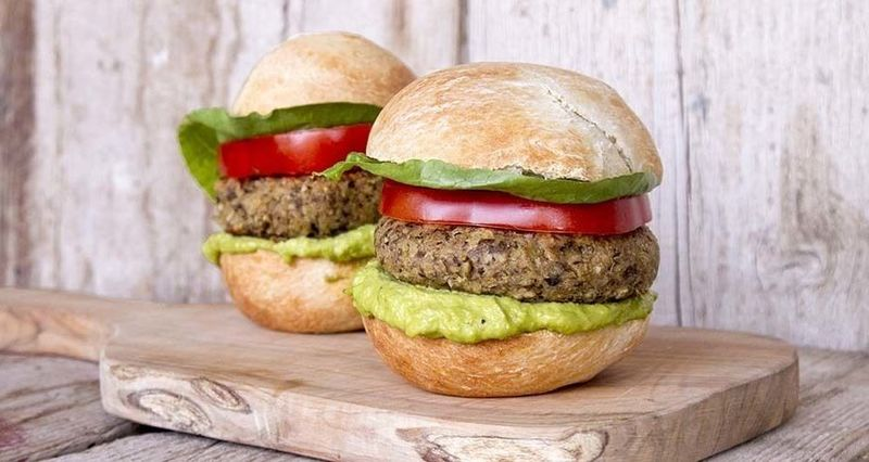 Super Veggie Burgers από τον Άκη Πετρετζίκη