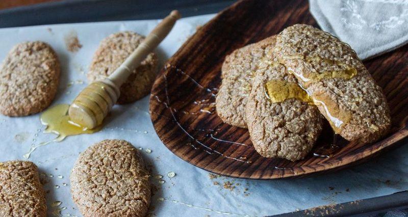 Εύκολα μπισκότα κανέλας από τον Άκη Πετρετζίκη