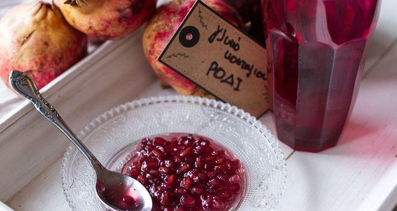 Γλυκό του κουταλιού ρόδι από τον Άκη Πετρετζίκη