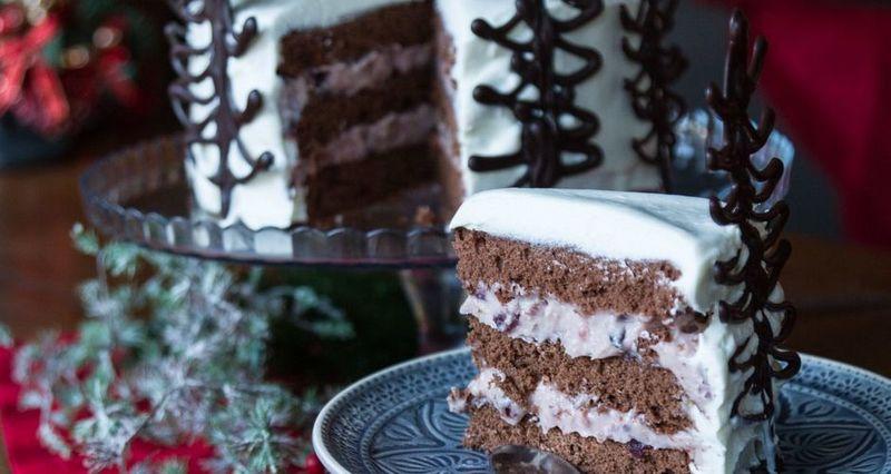 Χριστουγεννιάτικη τούρτα με σοκολατένια δέντρα από τον Άκη Πετρετζίκη