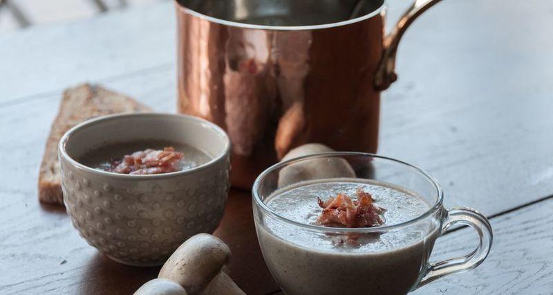 Σούπα βελουτέ με μανιτάρια από τον Άκη Πετρετζίκη