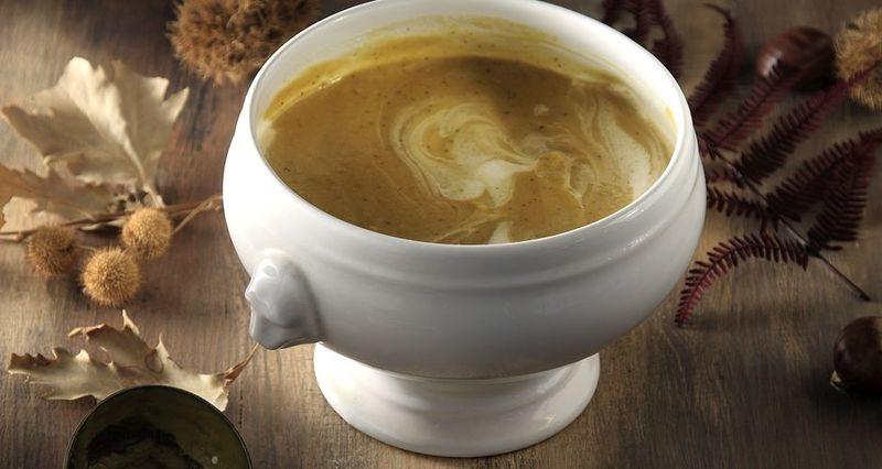 Σούπα κολοκύθας με κάστανα και τραγανή πανσέτα από τον Άκη Πετρετζίκη