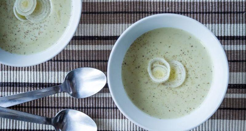 Σούπα με πράσο και πατάτες από τον Άκη Πετρετζίκη