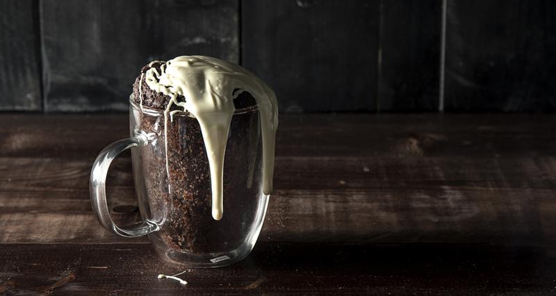 Mug Cake από τον Άκη Πετρετζίκη