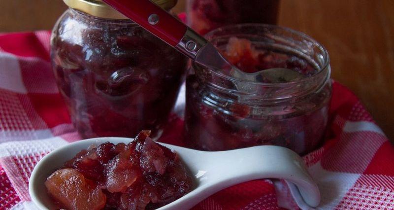 Chutney με μήλο και κράνμπερις από τον Άκη Πετρετζίκη