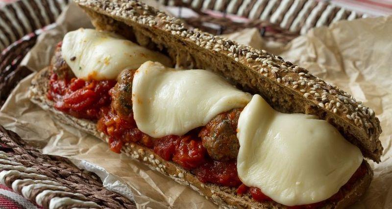 Meatball Sandwich από τον Άκη Πετρετζίκη