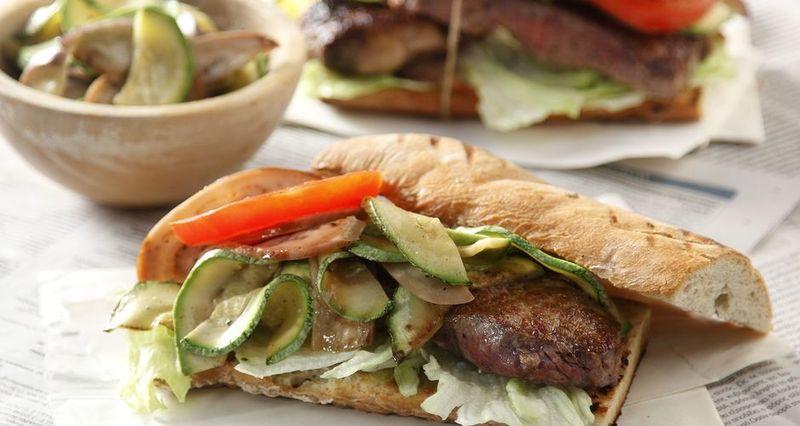 Philly steak sandwich από τον Άκη Πετρετζίκη