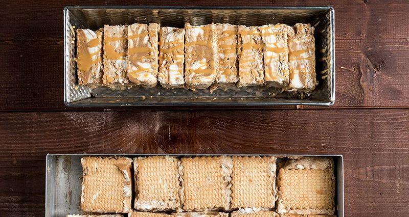 Παγωτό σάντουιτς με καραμέλα σοκολάτα από τον Άκη Πετρετζίκη