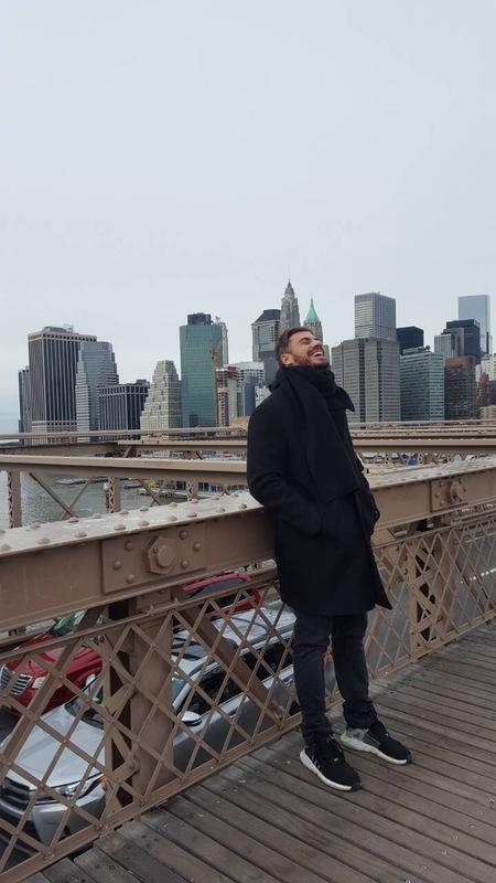Ο Άκης Πετρετζίκης ταξιδεύει στη Νέα Υόρκη