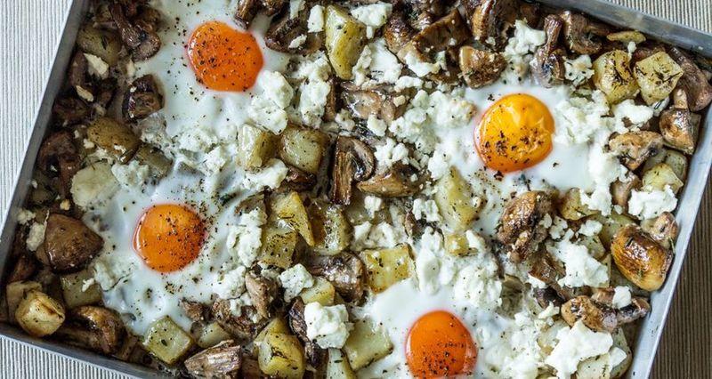 Πατάτες με αυγά στον φούρνο από τον Άκη Πετρετζίκη