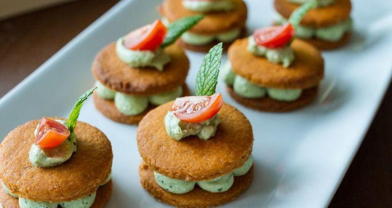 Μπισκότα ντομάτας με πέστο βασιλικού από τον Άκη Πετρετζίκη