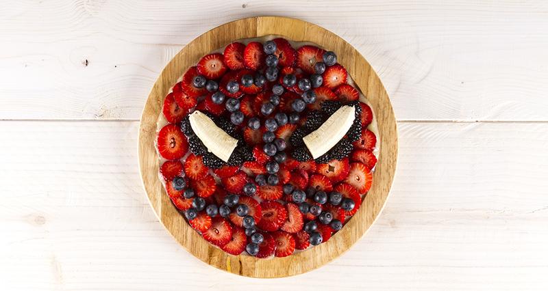Φρουτοσαλάτα με σάλτσα φρούτων από τον Άκη Πετρετζίκη