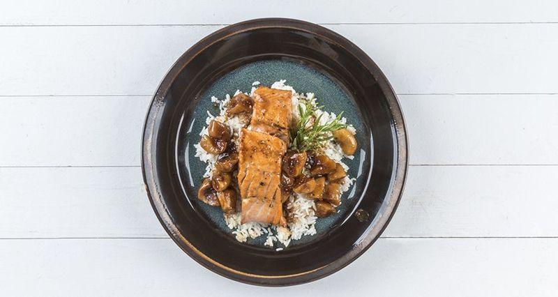Σολομός σοτέ με σάλτσα σύκο από τον Άκη Πετρετζίκη
