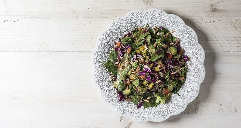 Antioxidant salad by the Greek chef Akis Petretzikis