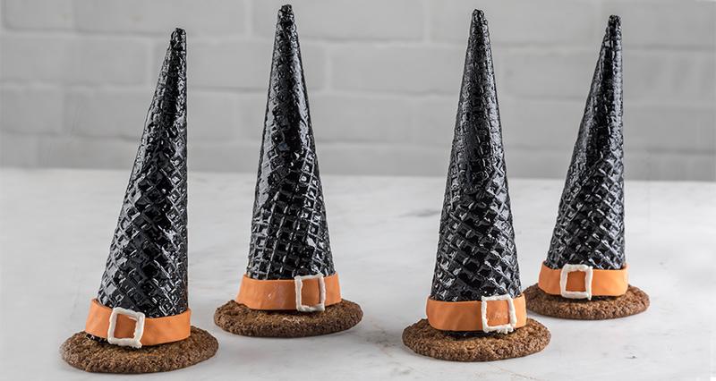 Καπέλα μάγισσας γεμιστά με σοκολάτα από τον Άκη Πετρετζίκη
