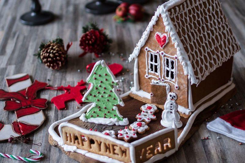 Χριστουγεννιάτικα σπιτάκια από τον Άκη Πετρετζίκη