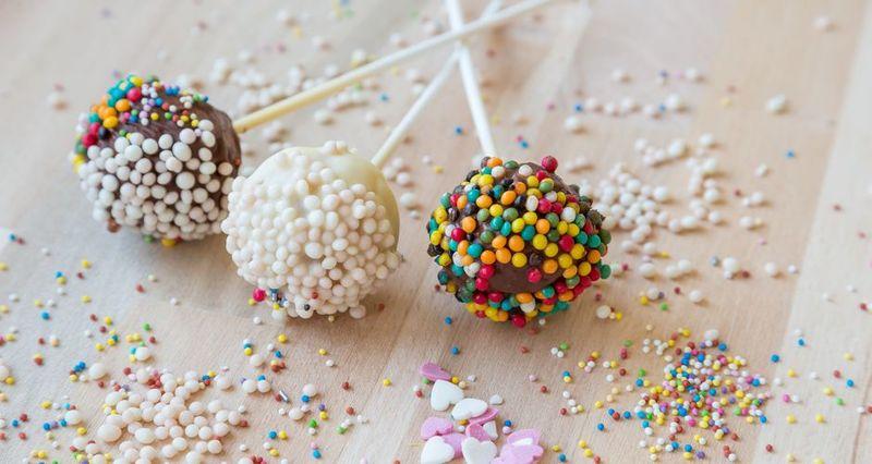 Cake pops από τον Άκη Πετρετζίκη