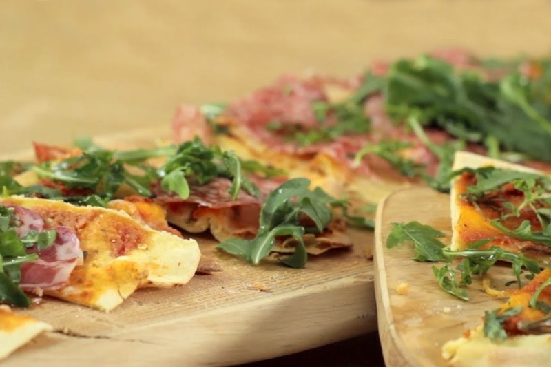 Αυθεντική Ιταλική pizza στη νοηματική από τον Άκη Πετρετζίκη