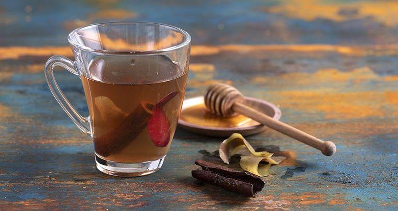 Τσάι με φλούδες από μήλο από τον Άκη Πετρετζίκη