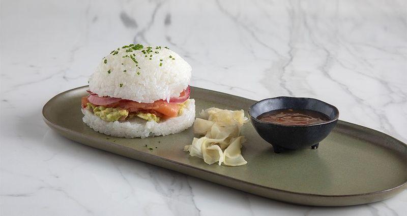 Sushi burger από τον Άκη Πετρετζίκη