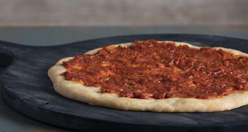 Βασική σάλτσα για πίτσα από τον Άκη Πετρετζίκη