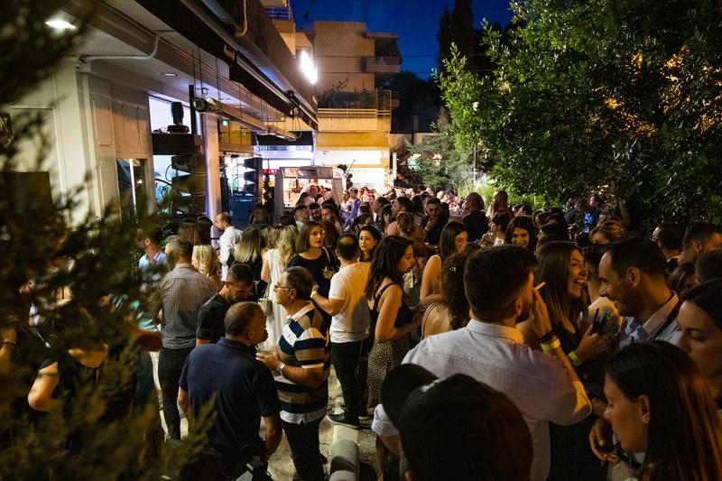 Το καλοκαιρινό πάρτι του Άκη Πετρετζίκη