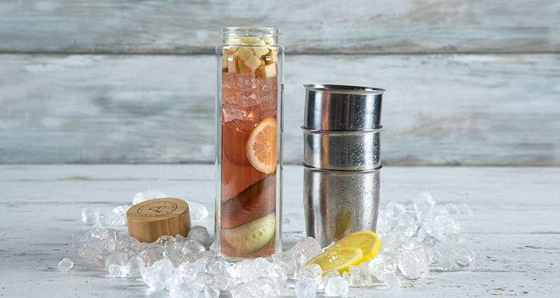 Iced tea cocktail με ιβίσκο από τον Άκη Πετρετζίκη
