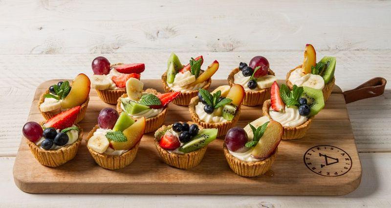 Ταρτάκια με φρούτα από τον Άκη Πετρετζίκη