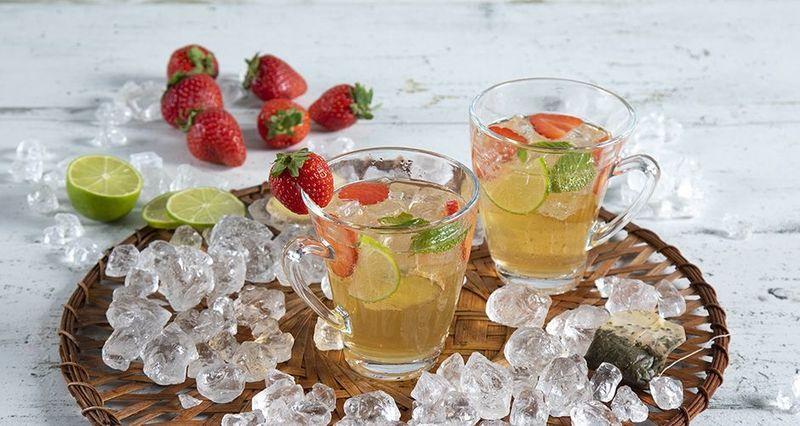 Iced tea cocktail με φράουλες από τον Άκη Πετρετζίκη