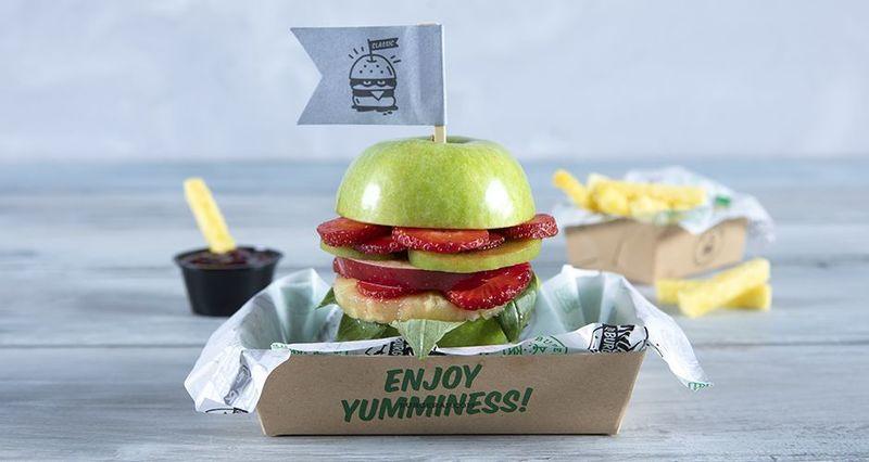 Burger από φρούτα από τον Άκη Πετρετζίκη