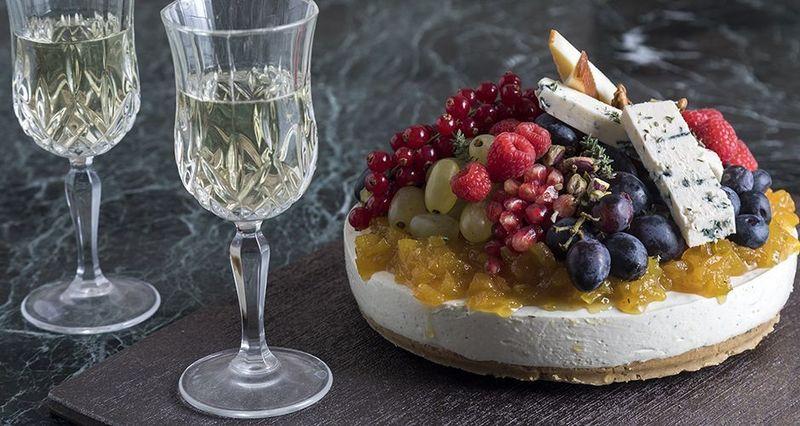 Αλμυρό cheesecake με chutney από τον Άκη Πετρετζίκη
