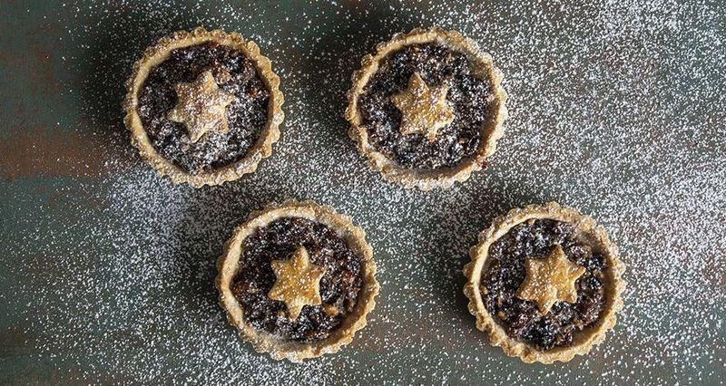 Mince pies από τον Άκη Πετρετζίκη