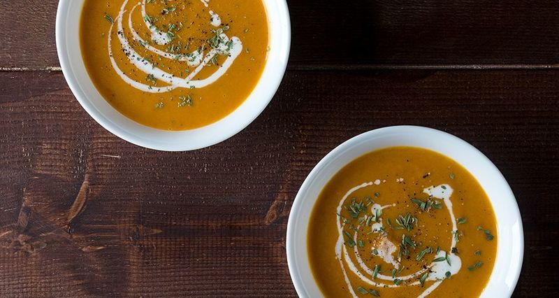 Σούπα με γλυκοπατάτα και καρότα από τον Άκη Πετρετζίκη