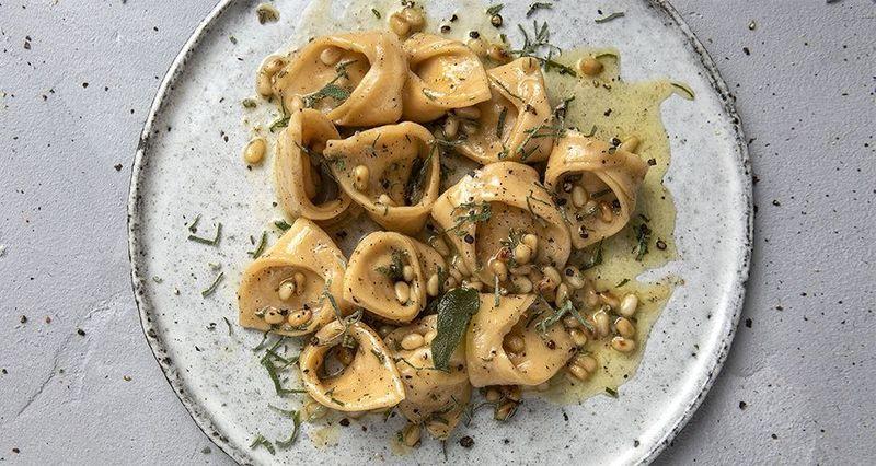 Τορτελίνια με τυριά και σάλτσα βουτύρου από τον Άκη Πετρετζίκη