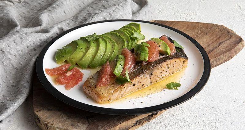 Salmon with avocado and grapefruit by the Greek chef Akis Petretzikis