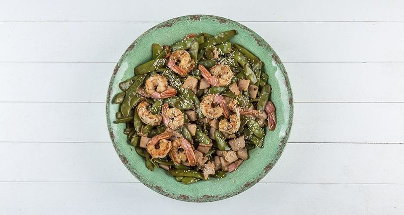 Warm salad with prawns and green beans by the Greek chef Akis Petretzikis