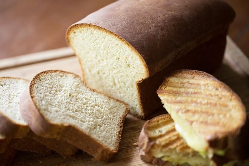 Ψωμί του τοστ από τον Άκη Πετρετζίκη