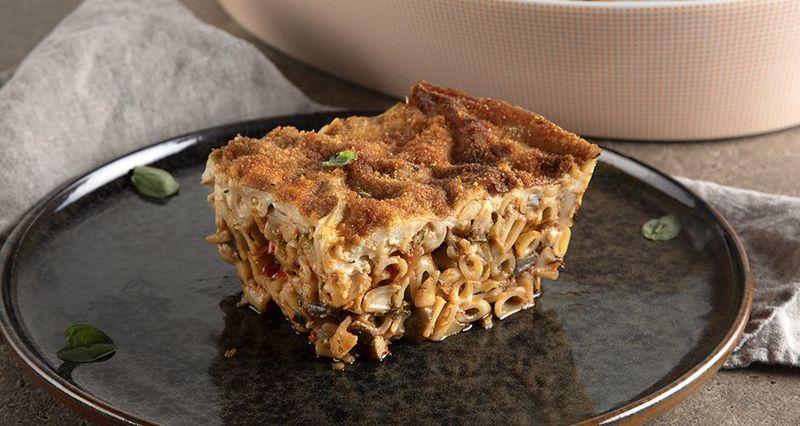 Greek vegan pastitsio (baked pasta) by the Greek chef Akis Petretzikis