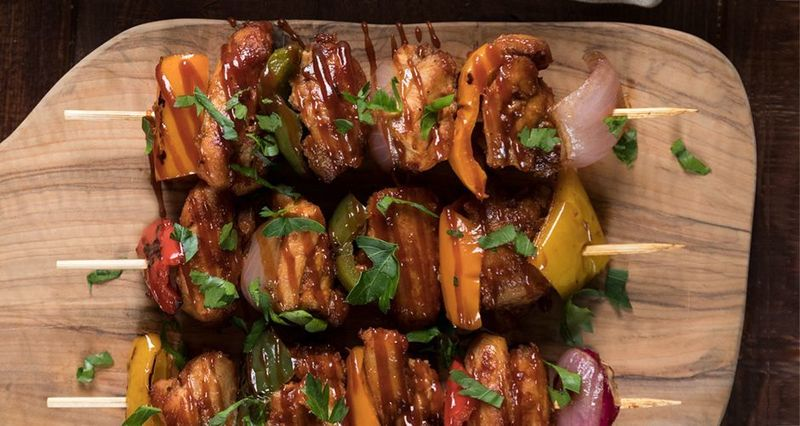 Chicken kebabs with bbq sauce by the Greek chef Akis Petretzikis