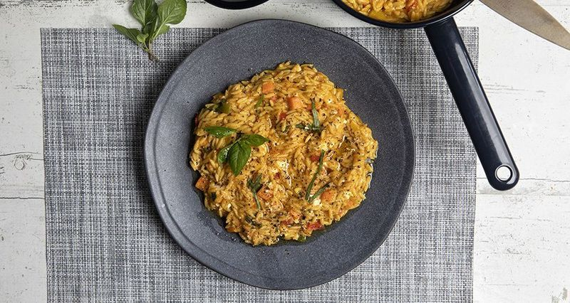 Whole-wheat orzo with tomato and basil by the Greek chef Akis Petretzikis