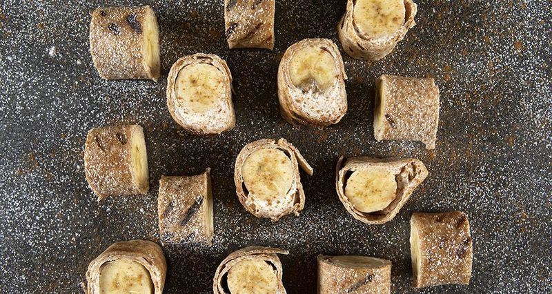 Banana roll-ups by the Greek chef Akis Petretzikis