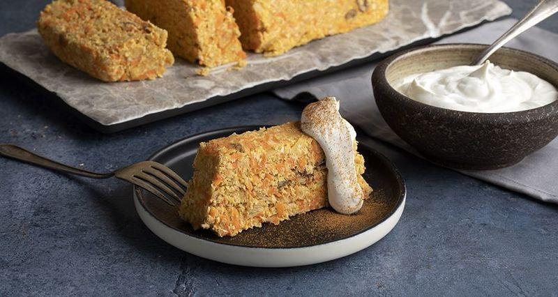 Ωμοφαγικό κέικ καρότου από τον Άκη Πετρετζίκη